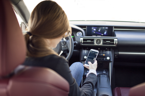 Tips for Talking with Your Teen About Distracted Driving