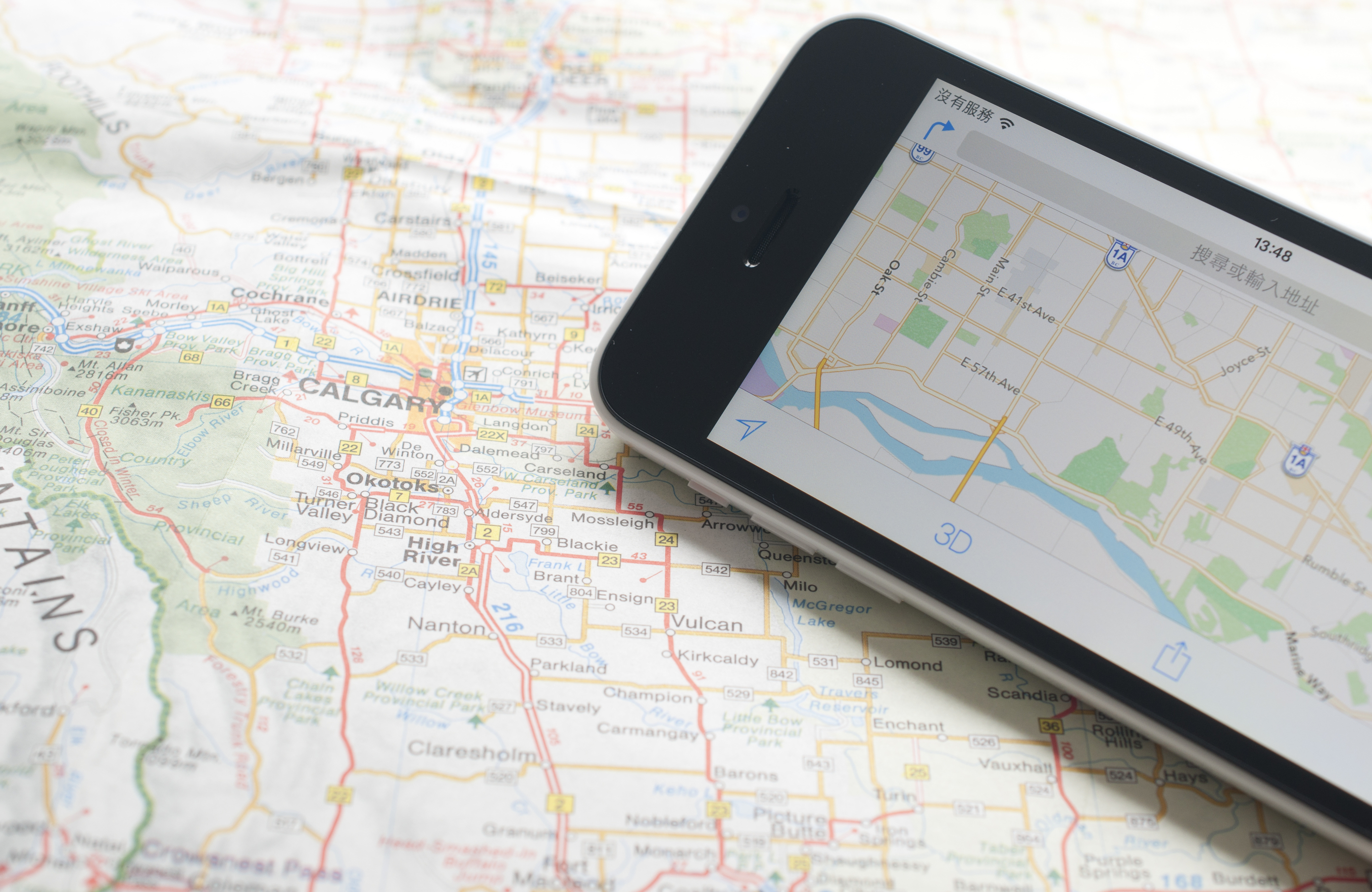 Paper maps vs. GPS: When to go 'old school'
